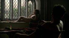 3. Голая грудь Шарлотты Солт – Тюдоры