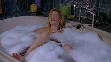 Элизабет Бэнкс мастурбирует в ванной