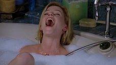 8. Элизабет Бэнкс мастурбирует в ванной – Сорокалетний девственник