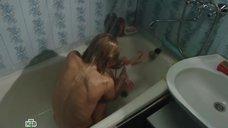 Екатерина Кузнецова принимает ванну