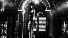 3. Джессика Альба с плетью – Город грехов 2: Женщина, ради которой стоит убивать