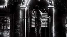 4. Джессика Альба с плетью – Город грехов 2: Женщина, ради которой стоит убивать
