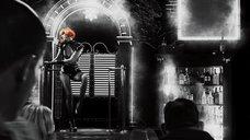 4. Эротический танец Джессики Альбы – Город грехов 2: Женщина, ради которой стоит убивать