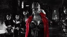 2. Розарио Доусон в кожаном корсете – Город грехов 2: Женщина, ради которой стоит убивать
