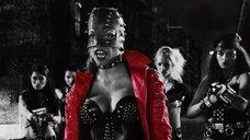 3. Розарио Доусон в кожаном корсете – Город грехов 2: Женщина, ради которой стоит убивать