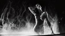 6. Ева Грин купается обнаженной – Город грехов 2: Женщина, ради которой стоит убивать