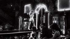 10. Потрясный стриптиз Джессики Альбы – Город грехов 2: Женщина, ради которой стоит убивать