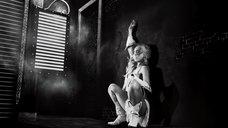 7. Потрясный стриптиз Джессики Альбы – Город грехов 2: Женщина, ради которой стоит убивать