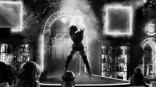1. Шикарный стриптиз Джессики Альбы – Город грехов 2: Женщина, ради которой стоит убивать