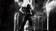 2. Шикарный стриптиз Джессики Альбы – Город грехов 2: Женщина, ради которой стоит убивать
