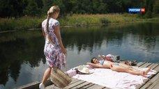1. Полина Сыркина и Юлия Паршута в купальниках – Взгляд из вечности