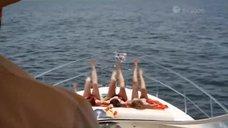 Елизавета Боярская, Диана Серегова и Анна Цуканова загорают на яхте