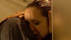 7. Виктория Исакова принимает душ – Улыбнись, когда плачут звезды