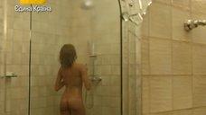 Голая Виктория Исакова принимает душ