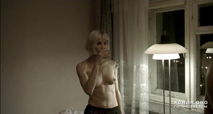 Голая актриса модель Карина Зверева фото эротика