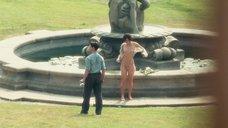 Кира Найтли искупалась в фонтане