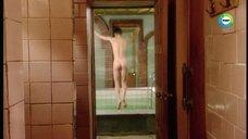 Алёна Бабенко принимает душ