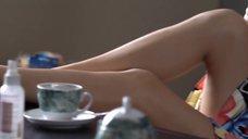 Откровенная Сцена С Мэгги Джилленхол – Благородная Женщина (2014)