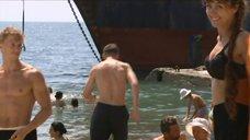 1. Екатерина Климова купается в море – У каждого своя война
