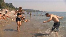 3. Екатерина Климова купается в море – У каждого своя война