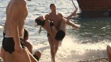 6. Екатерина Климова купается в море – У каждого своя война