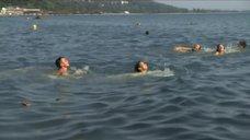8. Екатерина Климова купается в море – У каждого своя война