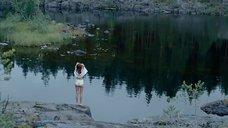 4. Женя Малахова купается в озере – А зори здесь тихие... (Россия)