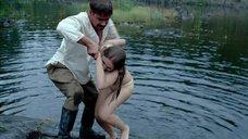 9. Женя Малахова купается в озере – А зори здесь тихие... (Россия)