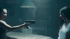 2. Обнаженные Оксана Борбат и Ксения Фесенко целуются – Возвращение в дом ночных призраков