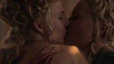 Поцелуй Вивы Бьянки с Люси Лоулесс
