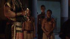 2. Полуголые рабыни – Спартак: Кровь и песок