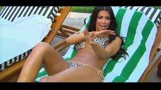5. Ким Кардашьян в купальнике