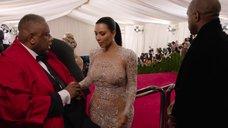 2. Ким Кардашьян в прозрачном платье