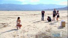 1. Голая Ким Кардашьян в пустыне
