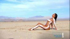 6. Голая Ким Кардашьян в пустыне
