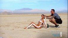 8. Голая Ким Кардашьян в пустыне