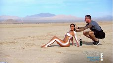 9. Голая Ким Кардашьян в пустыне