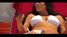 10. Ким Кардашьян в белом купальнике