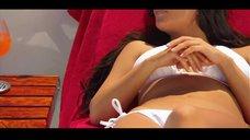 13. Ким Кардашьян в белом купальнике