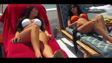 4. Ким Кардашьян в белом купальнике