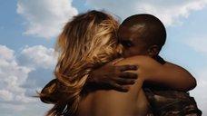 11. Соблазнительная Ким Кардашьян в клипе «Bound 2»