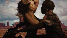 12. Соблазнительная Ким Кардашьян в клипе «Bound 2»