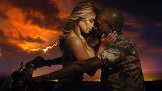 4. Соблазнительная Ким Кардашьян в клипе «Bound 2»