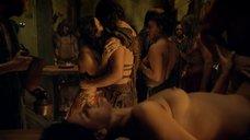 4. Секс на столе в кабаке – Спартак: Месть