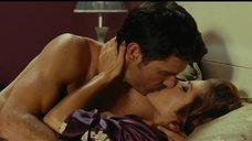 Страстный поцелуй с Эльзой Патаки