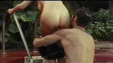 Секс с Эльзой Патаки в бассейне