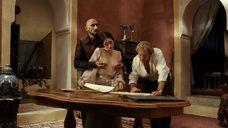 Мари Эспинозе ласкают грудь