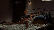 Голую Дани Вериссимо привязали к кровати