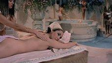 Элизабет Тейлор делают массаж