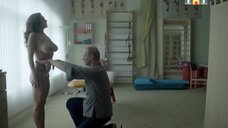 Обнаженная Мария Шумакова на приёме у массажиста